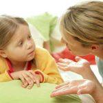 madre-hija-hablando2