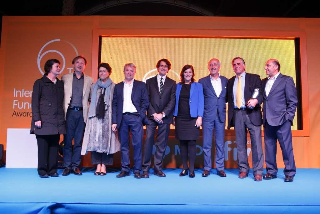 Los profesores Susan Fisher, Linda Giudice y Jacques Donnez, y los periodistas Alfonso Andrade y Pilar Manzanares, reciben los premios de la Fundación IVI