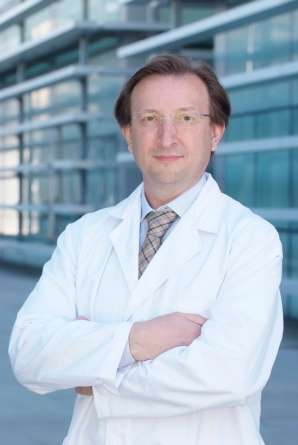 carlos-simon-researcher1