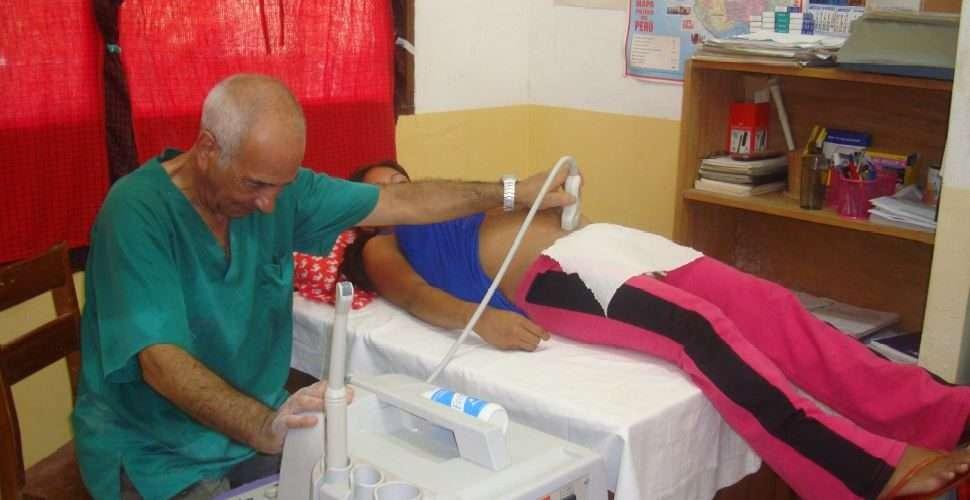 ivi-revisa-ginecologicamente-a-mujeres-peruanas
