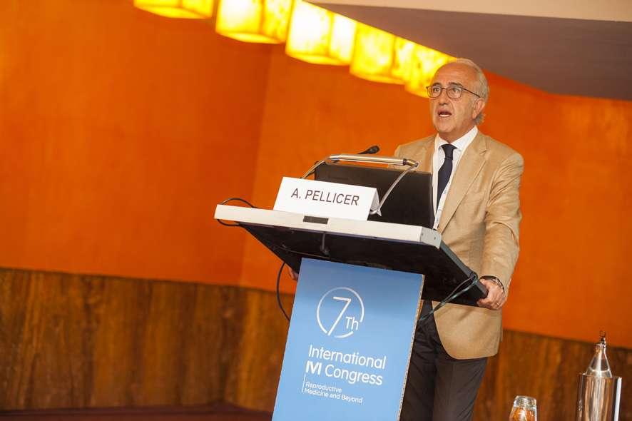 el profesor Pellicer habla de rejuvenecimiento ovarico